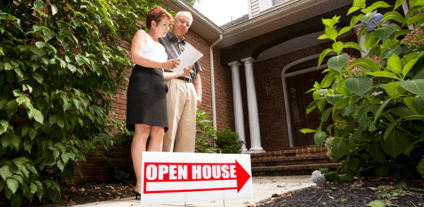 sell-current-home-fast-top-dollar-couple-open-house.png